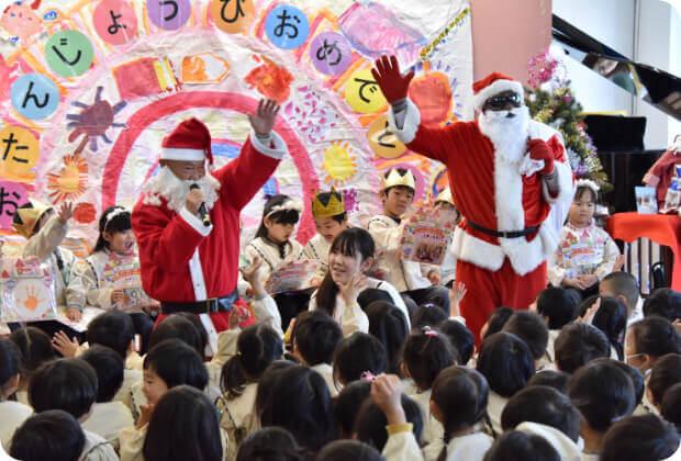 クリスマス会で楽しむ子どもたち